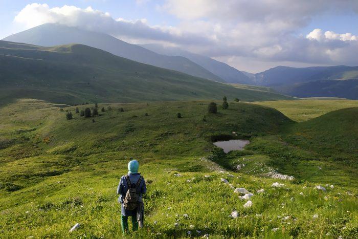 Trekking in the Lago-naki plateau